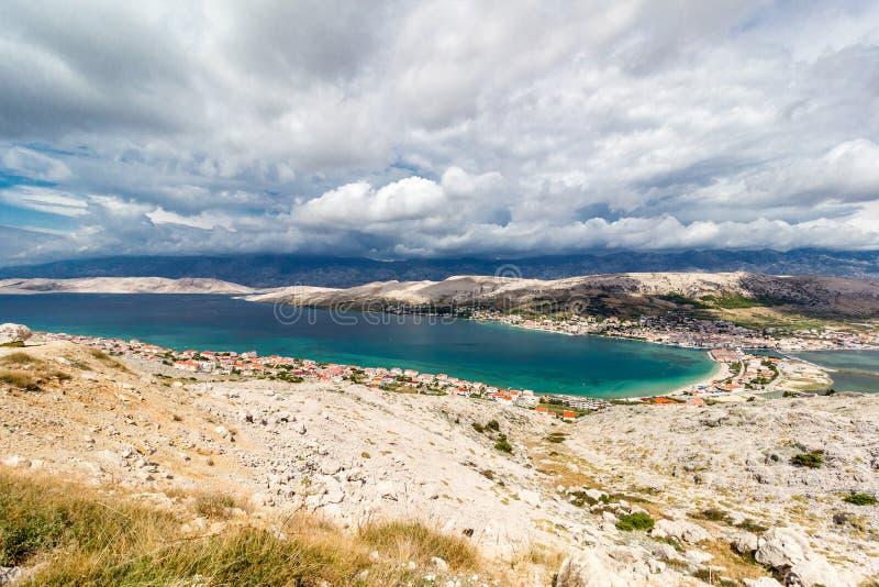 Pag wyspy zatoki widok z lotu ptaka, Dalmatia, Chorwacja fotografia stock