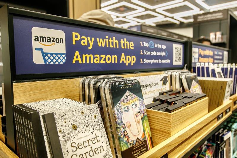 Paga con el Amazonas App foto de archivo