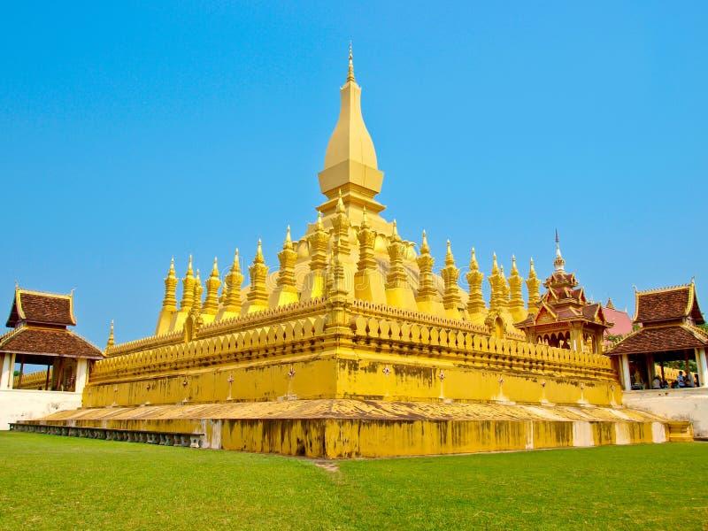 Pagada dorato a Wat Pha-Che Luang in Vientian, laotiani fotografia stock