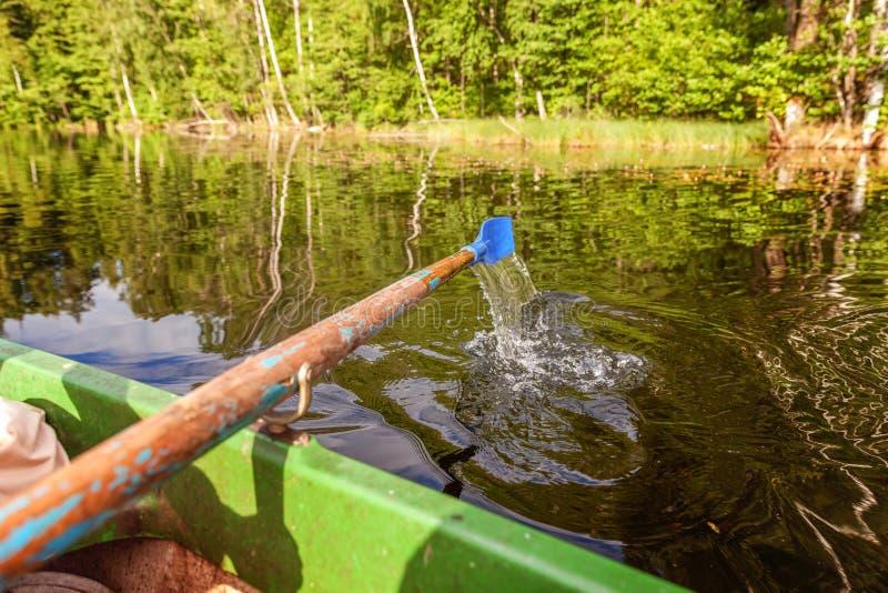 Pagaia del remo dalla barca di fila fotografia stock libera da diritti