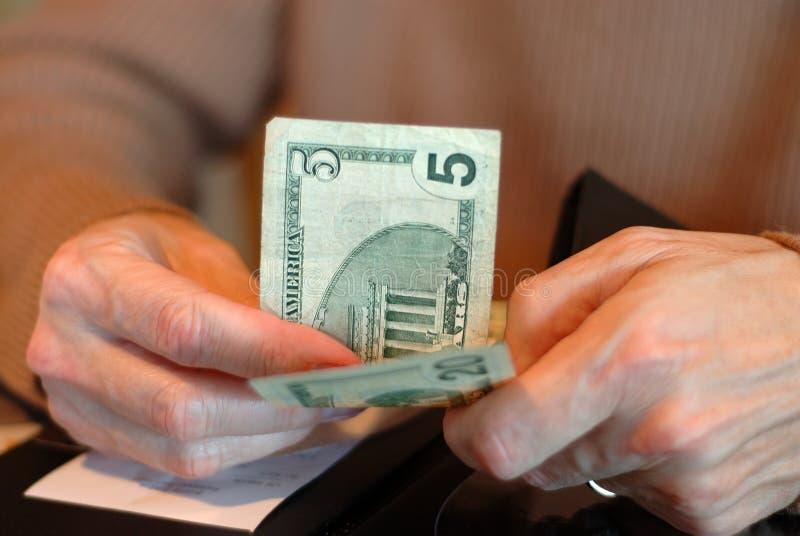 Pagamento del Bill con venticinque dollari immagine stock