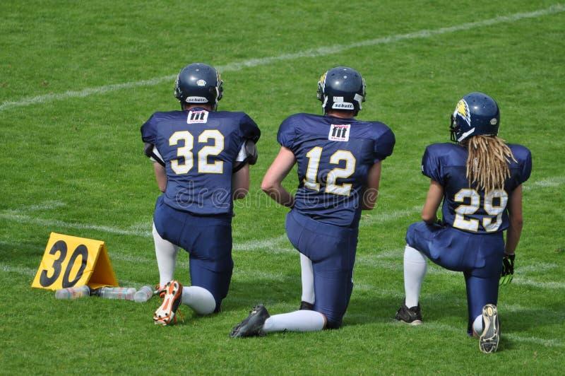 Pagamento del rispetto nel gioco di football americano fotografie stock