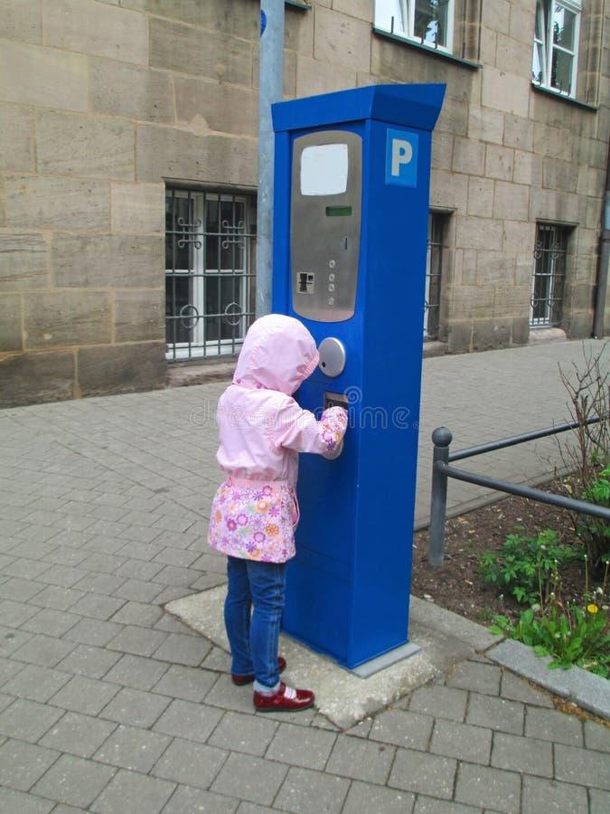 Pagamento della tassa di parcheggio immagini stock