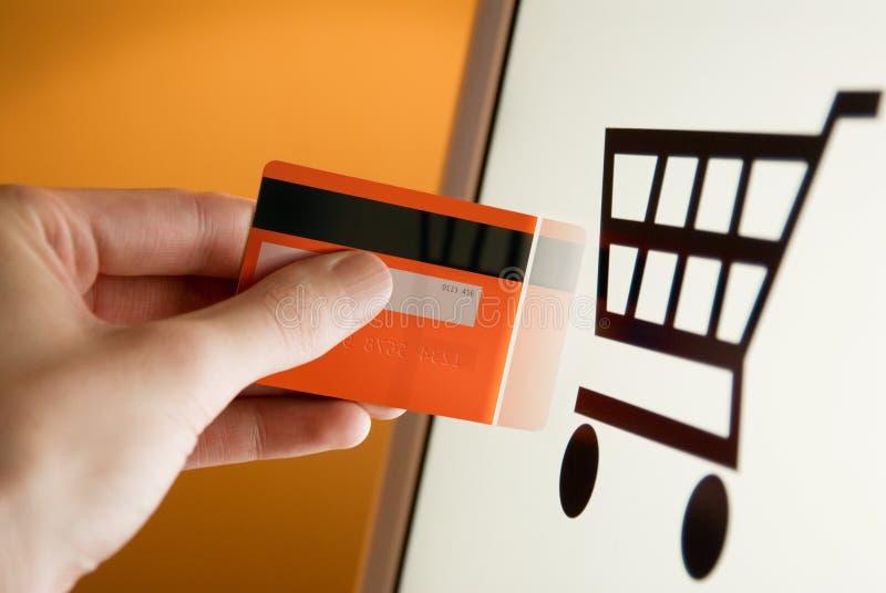 Pagamento em linha da loja do Web com cartão de crédito imagens de stock