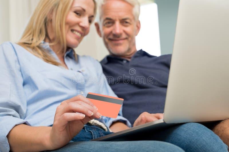 Pagamento online con la carta di credito fotografia stock libera da diritti