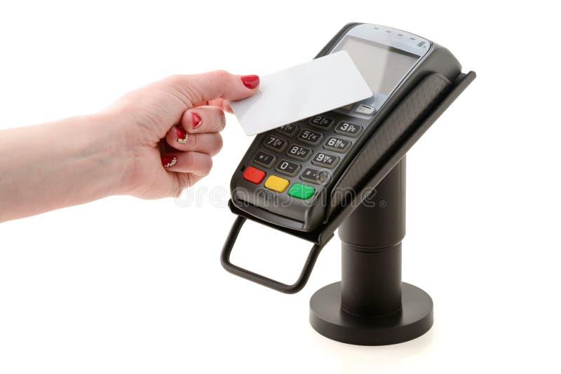 Pagamento por cartão sem contato através do terminal POS fotos de stock