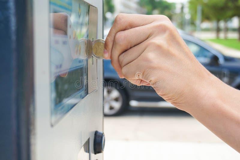 Pagando il parcheggio immagine stock libera da diritti