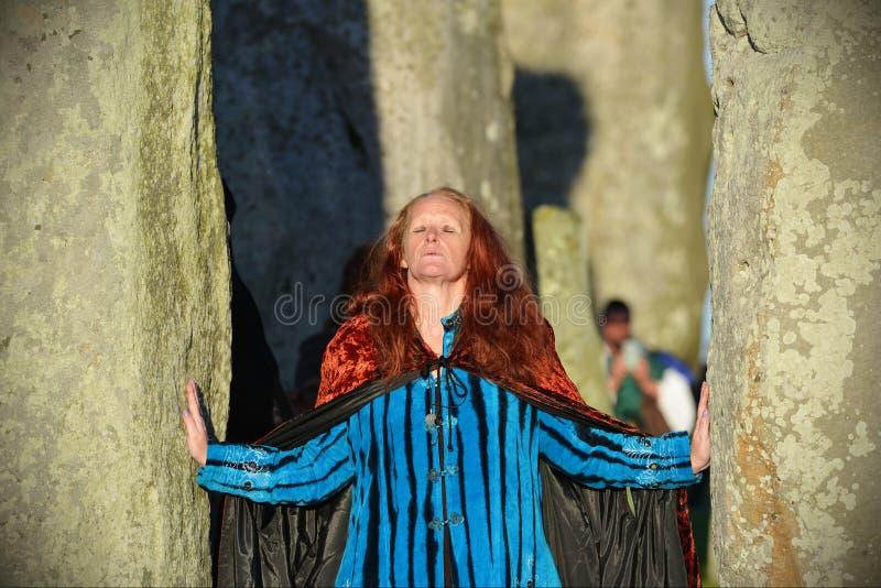 Pagans отметят равноденствие осени на Стоунхендже стоковое изображение