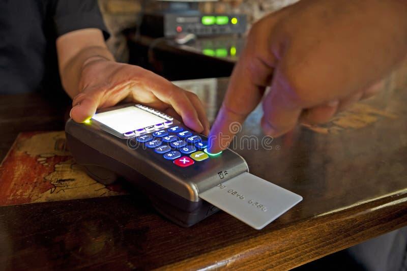 Pagar com cartão de crédito fotografia de stock royalty free