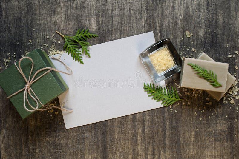 Page blanche de papier et de décoration photos stock