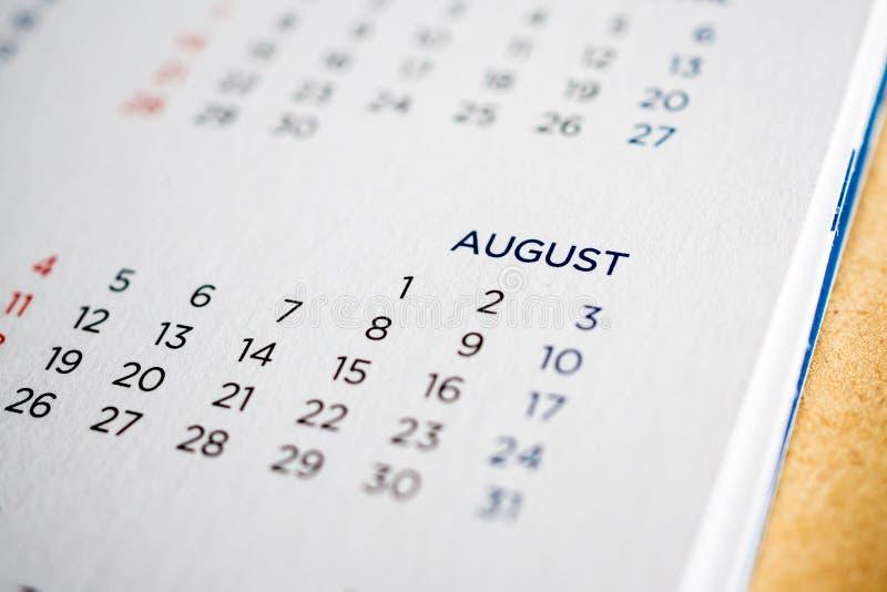Page de calendrier d'août avec des mois et des dates photos stock