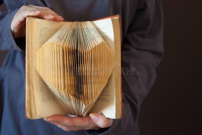 Page de livre de coeur - photos de style d'effet de vintage image libre de droits