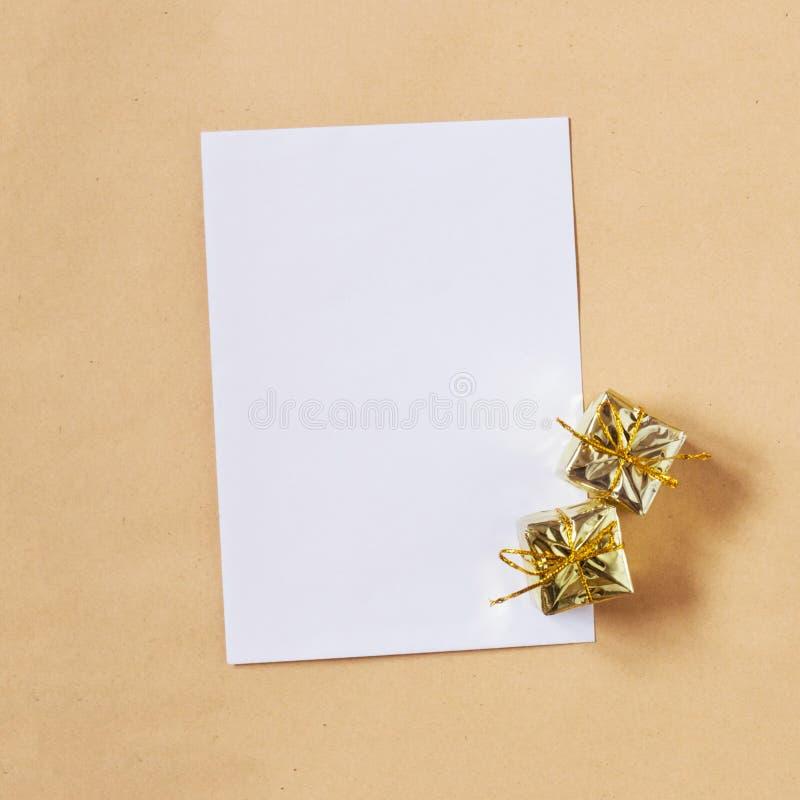 Page de papier blanche comme fond de vacances images libres de droits