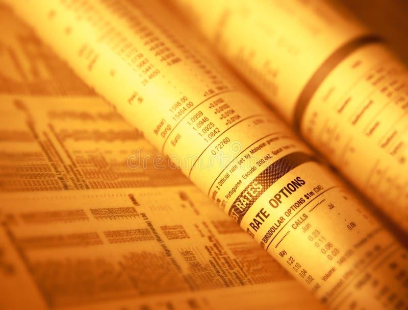 Page financière montrant des actions d'actions et des taux d'intérêt photographie stock