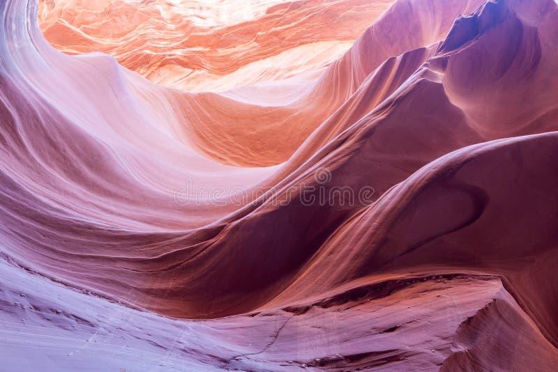 Page inférieure Arizona Etats-Unis de canyon d'antilope de wavesin pourpre et orange photo stock