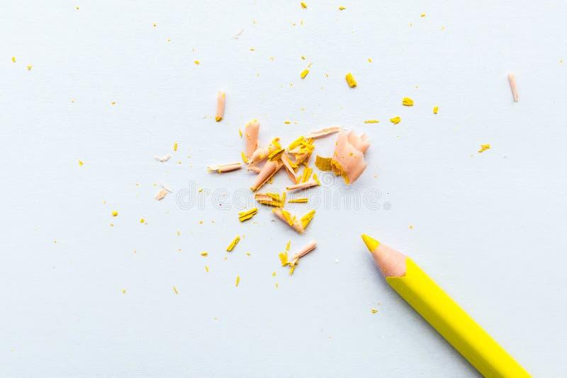 Page vide de maquette avec le crayon jaune Vue sup?rieure avec l'espace de copie pour l'entr?e le texte Configuration plate, fond illustration libre de droits