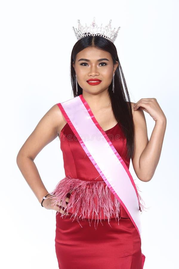 Pageant Contest小姐在晚上舞会礼服长的舞会礼服的与D 免版税图库摄影
