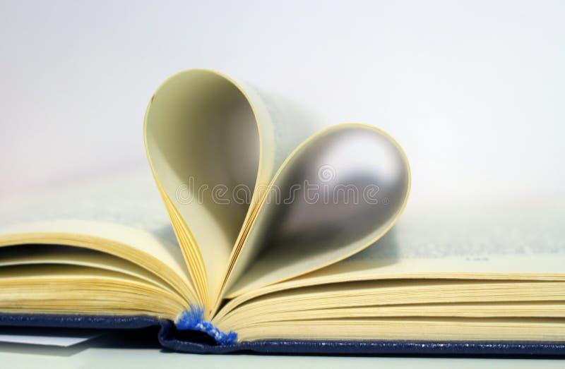 Pages en forme de coeur de livre photo libre de droits