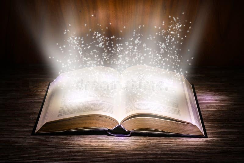 Pages magiques images libres de droits