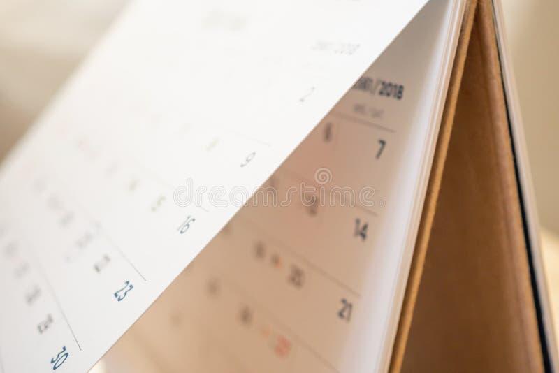Pagina astratta del calendario della sfuocatura che lancia il fondo del primo piano dello strato immagini stock libere da diritti