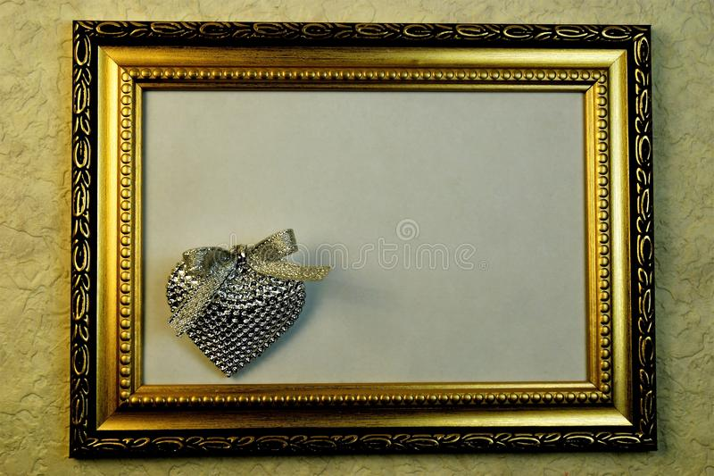 Pagina con il cuore dell'ornamento e dell'argento dell'oro, amore, biglietto di S. Valentino del san fotografia stock