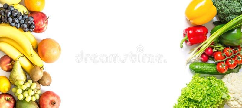 Pagina degli ortaggi freschi e della frutta isolata su bianco fotografia stock libera da diritti