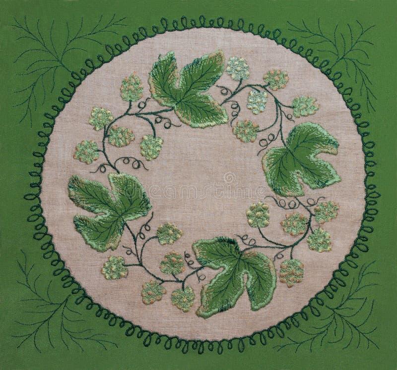 Pagina delle foglie verdi e dei fiori del ricamo fotografia stock