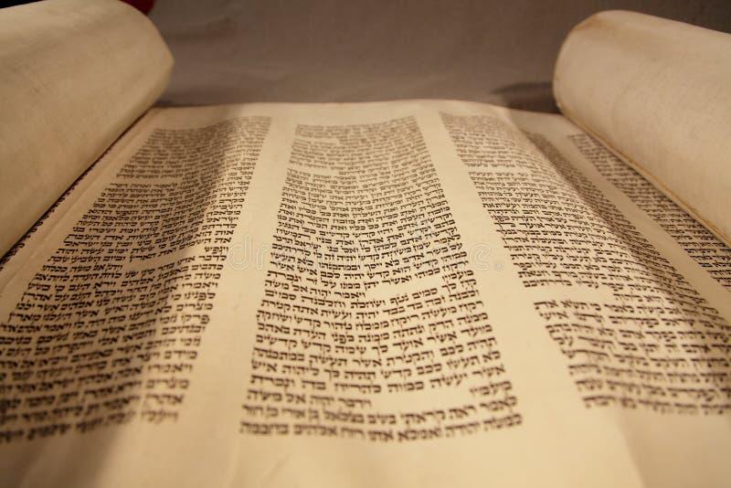 Pagina di vecchio Torah fotografia stock libera da diritti