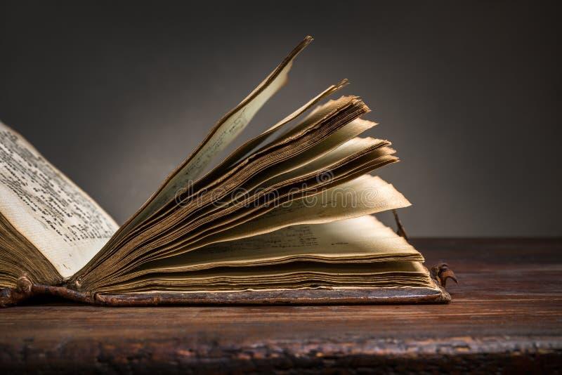 Pagina's van oude boeken stock afbeelding