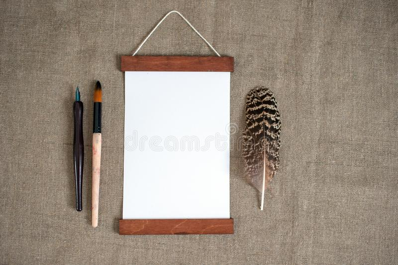 Pagina su tela da imballaggio, piuma, spazzola, piuma fotografia stock