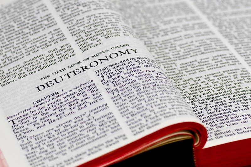 Paginación de la biblia - Deuteronomy imagen de archivo libre de regalías