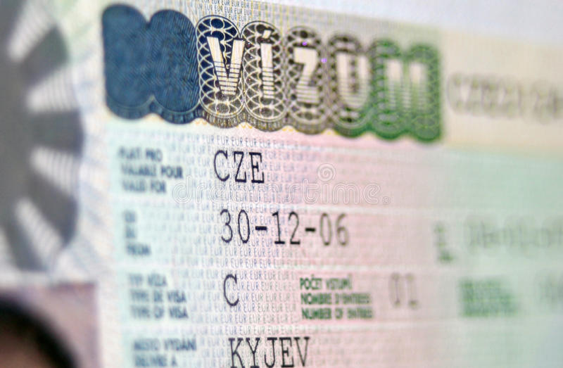 Paginación del pasaporte con visa del nacional de la República Checa fotos de archivo