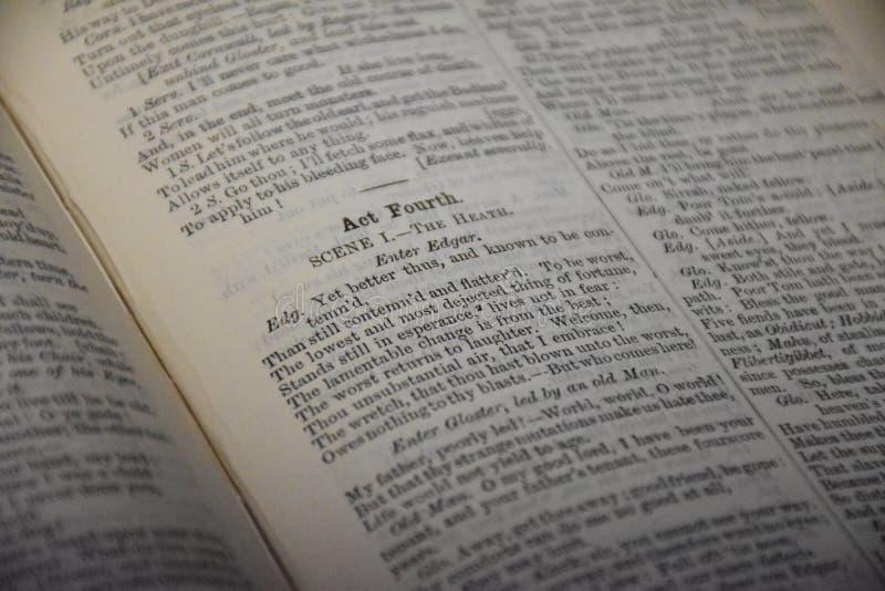 Pagine antiche del libro dai drammi Shakespearean fotografia stock libera da diritti