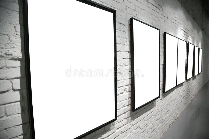 Pagine sul muro di mattoni bianco fotografia stock libera da diritti