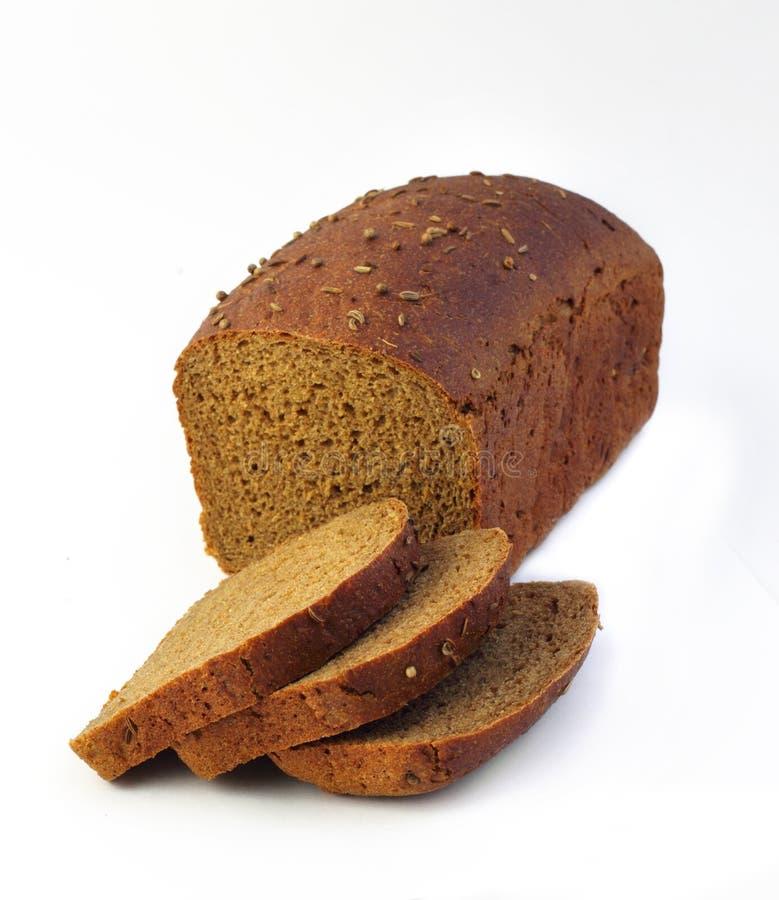 Pagnotta del pane di segale con le fette fotografie stock