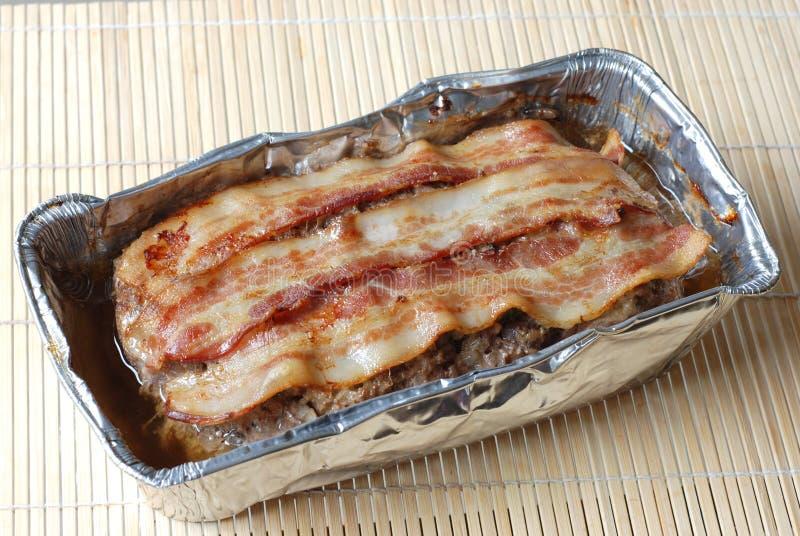 Pagnotta di carne con pancetta affumicata fotografia stock libera da diritti