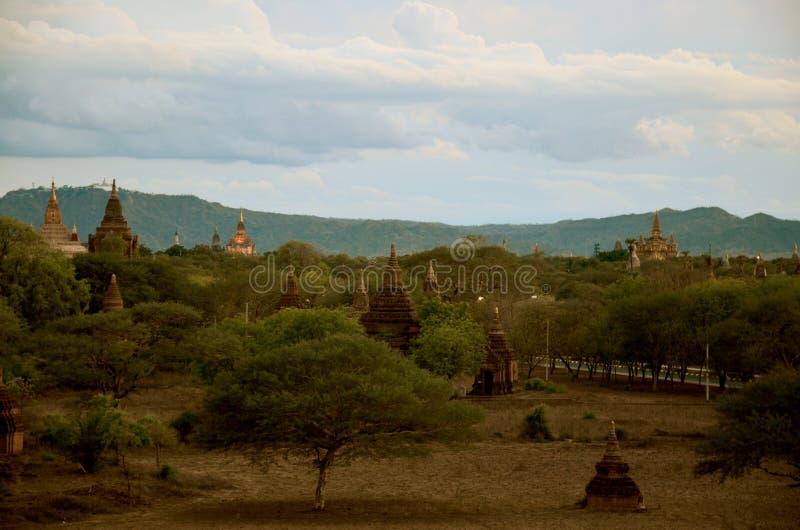 Pagod i Bagan Archaeological Zone på Myanmar royaltyfria bilder