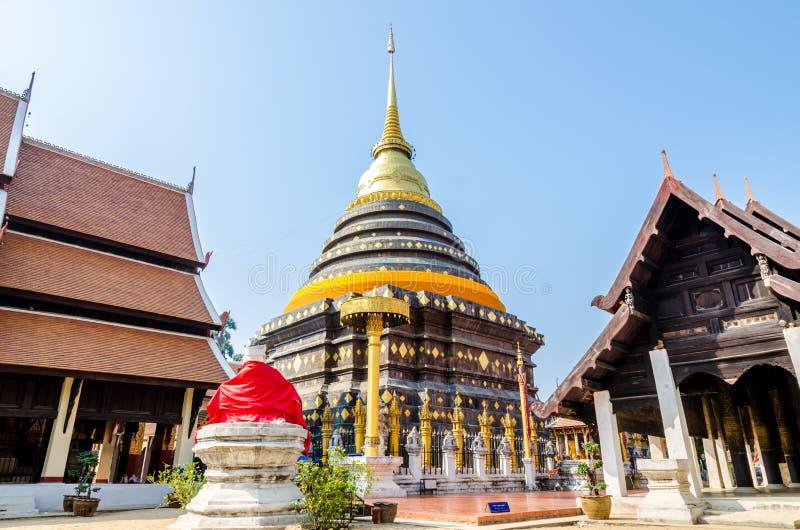 Pagod på Wat Pra That Lampang Luang royaltyfria foton