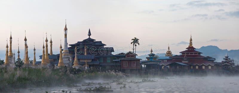 Pagoda antique d'Aung Mingalar sur le lac Inle, Myanmar image stock