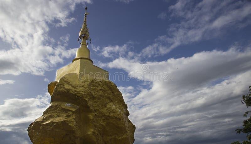 Pagoda asiatique sur la pierre images stock