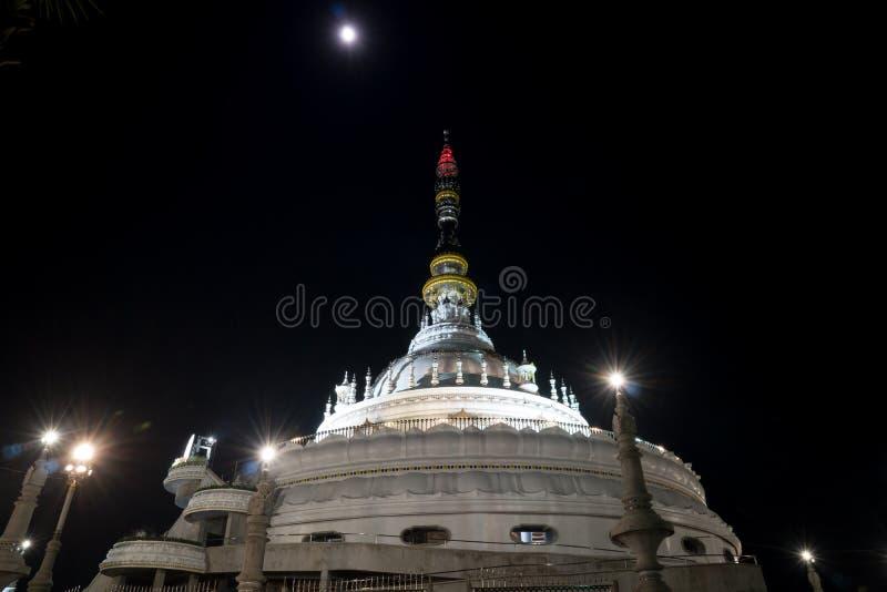 Pagoda avec la lune photos stock