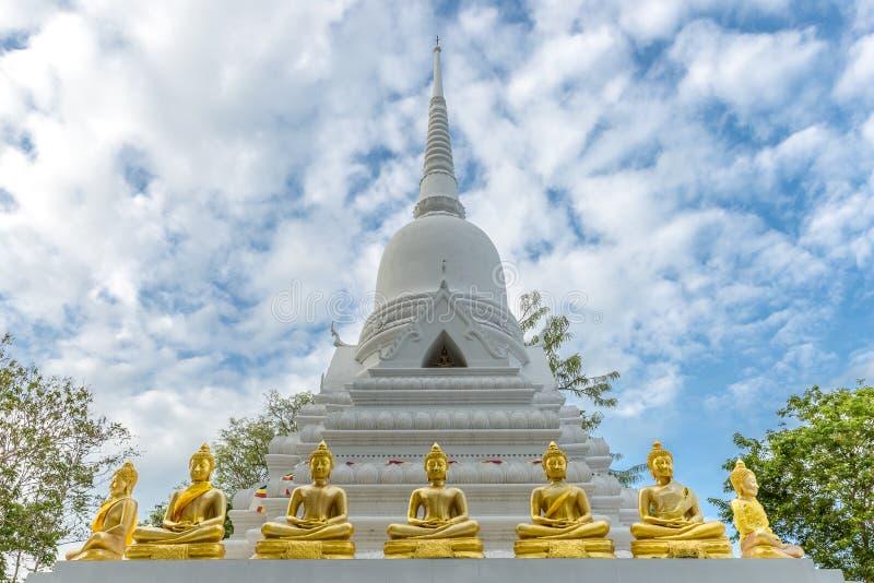 Pagoda bianca in Wat Khao Chedi su Koh Samui in Tailandia fotografia stock