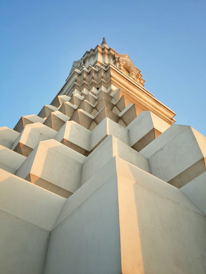 Download Pagoda Blanca Hermosa (Stupa) Con El Cielo Azul, Tailandés Imagen de archivo - Imagen de atracción, blanco: 42444869