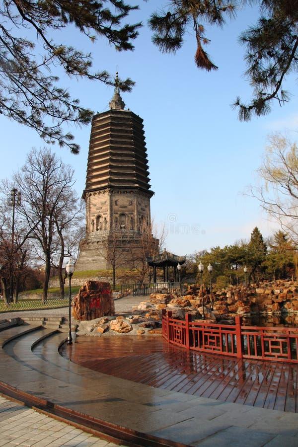 Pagoda blanche dans Liaoyang de porcelaine photos libres de droits