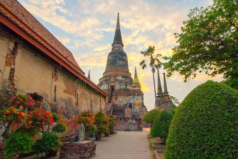 The Pagoda and Buddha Status at Wat Yai Chaimongkol, Ayutthaya, stock photos
