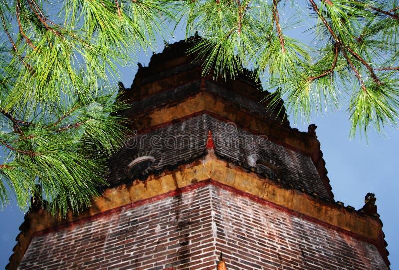 Pagoda chinês após a chuva fotos de stock
