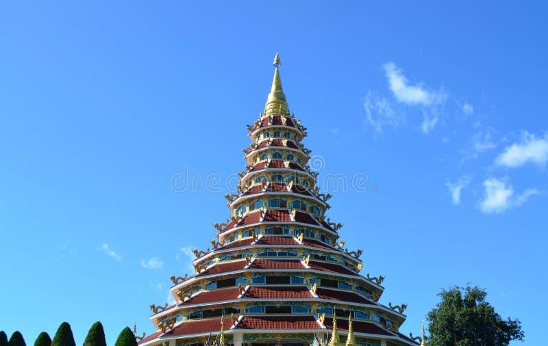 Pagoda china hermosa en el templo de Hyuaplakang en Chiang Rai, Th imágenes de archivo libres de regalías