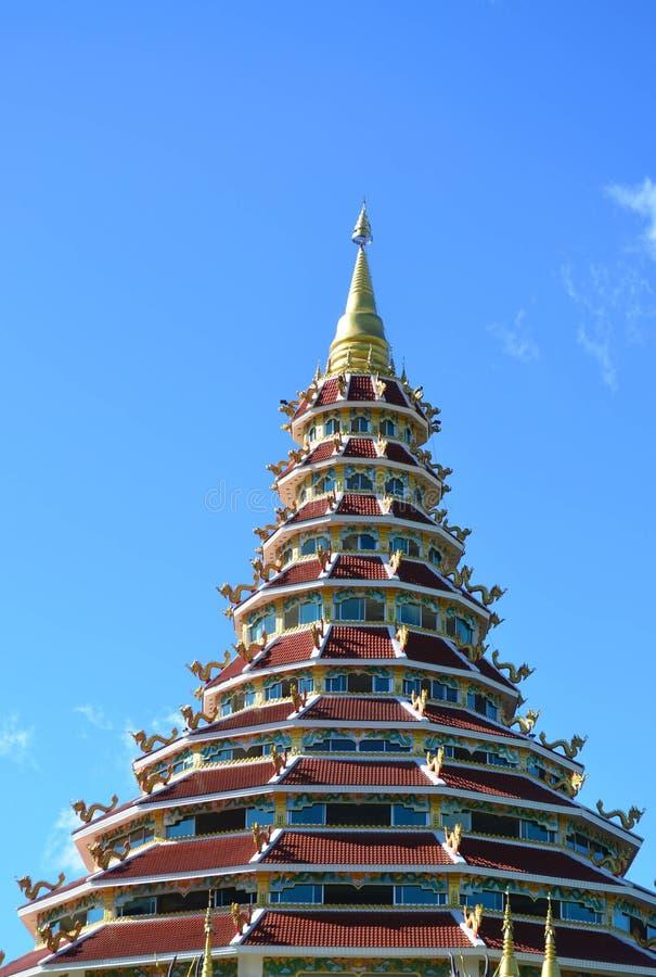 Pagoda china hermosa en el templo de Hyuaplakang en Chiang Rai, Th fotos de archivo libres de regalías