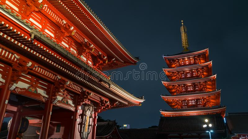 Pagoda cinq racontée de temple de Senso-JI dans Asakusa, Tokyo, Japon photographie stock