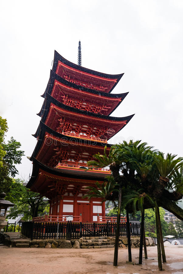 pagoda Cinq-racontée (Gojunoto) sur l'île de Miyajima photo libre de droits